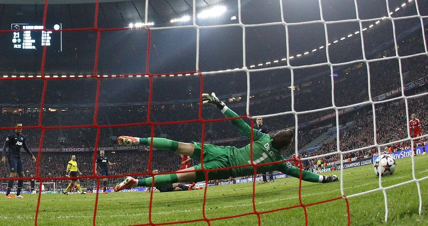 Bayern's Arjen Robben scores his sides 3rd goal past Manchester United's goalkeeper David de Gea during the Champions League quarterfinal second leg soccer match between Bayern Munich and Manchester United in the Allianz Arena in Munich, Germany, Wednesday, April 9, 2014. (AP Photo/Matthias Schrader)