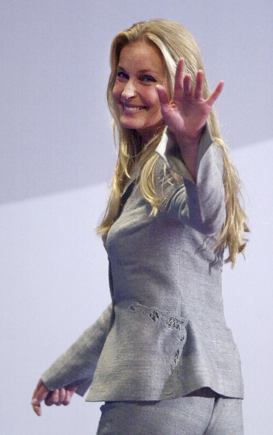 Actress Bo Derek waves as she leaves the stage after introducing California Assemblyman Abel Maldonado to delegates at the Republican National Convention on Thursday, Aug. 3, 2000 in Philadephia. (AP Photo/Mark Humphrey)
