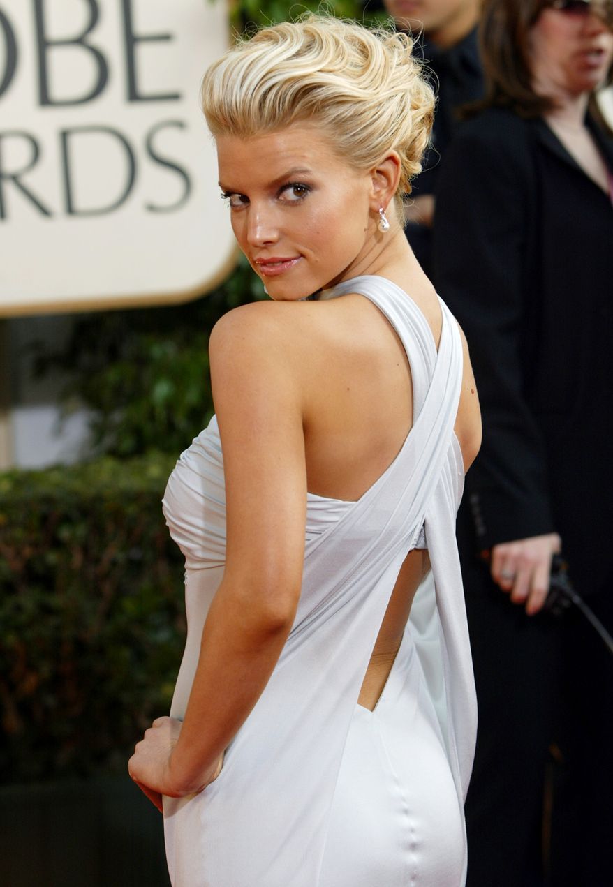 Singer Jessica Simpson arrives for the 61st Annual Golden Globe Awards on Sunday, Jan. 25, 2004, in Beverly Hills, Calif.  (AP Photo/Kevork Djansezian)