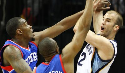 Philadelphia 76ers forward Jarvis Varnado, left, and guard James Anderson (9) double-team Memphis Grizzlies guard Nick Calathes, right, in the first half of an NBA basketball game on Friday, April 11, 2014, in Memphis, Tenn. (AP Photo/Mike Brown)