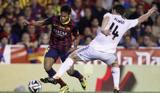 Barcelona's Neymar, left tries to get past Real's Xabi Alonso during the final of the Copa del Rey between FC Barcelona and Real Madrid at the Mestalla stadium in Valencia, Spain, Wednesday, April 16, 2014. (AP Photo/Alberto Saiz)