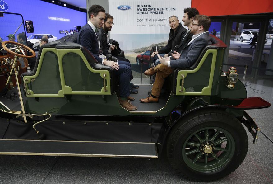 Old timey car to replace NYC horse carriages shown - Photos ...