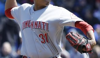 Cincinnati Reds starter Alfredo Simon throws against the Chicago Cubs during the first inning of a baseball game in Chicago, Friday, April  18, 2014. (AP Photo/Nam Y. Huh)
