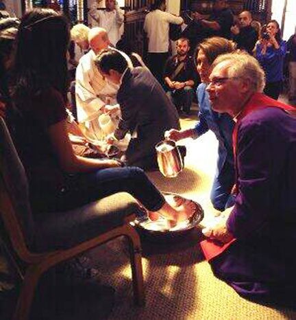 Nancy Pelosi and Bishop Andrus wash the feet of immigrant families. Twitter/@NancyPelosi