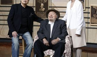 Ronnie Milsap, left, Mac Wiseman, center, and Suzi Cochran, widow of the late songwriter Hank Cochran, pose in the Country Music Hall of Fame after Milsap, WIseman and Hank Cochran were introduced as the new inductees Tuesday, April 22, 2014, in Nashville, Tenn. (AP Photo/Mark Humphrey)