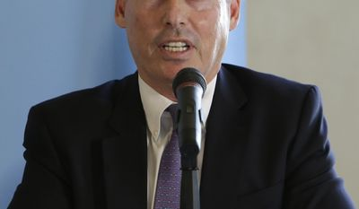 Dan Schnur, a USC professor who is running for Secretary of State as an independent, responds to a question during a candidates debate held by the Sacramento Press Club in Sacramento, Calif.,  Wednesday, April 23, 2014. Schnur faced off against Democrats Derek Cressman, state Sen. Alex Padilla, D-Los Angeles and Republican Pete Peterson.(AP Photo/Rich Pedroncelli)