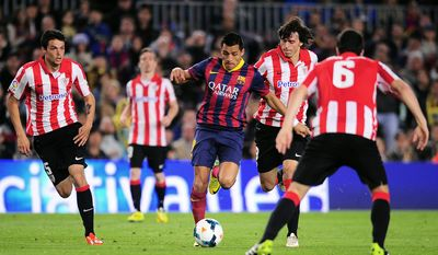 FC Barcelona's Alexis Sanchez, from Chile, center, duels for the ball against Athletic Bilbao's Ander Iturraspe, second right, during a Spanish La Liga soccer match at the Camp Nou stadium in Barcelona, Spain, Sunday April 20, 2014. (AP Photo/Manu Fernandez)