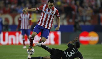 Atletico's Koke, left, in action with Chelsea's Ashley Cole during the Champions League semifinal first leg soccer match between Atletico Madrid and Chelsea at the Vicente Calderon stadium in Madrid, Spain, Tuesday April 22, 2014. (AP Photo/Gabriel Pecot)