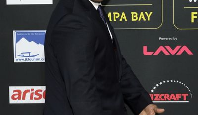 Actor Aasif Mandvi clowns for photographers as he walks the green carpet for 15th annual International Indian Film Awards Saturday, April 26, 2014, in Tampa, Fla. (AP Photo/Chris O'Meara)