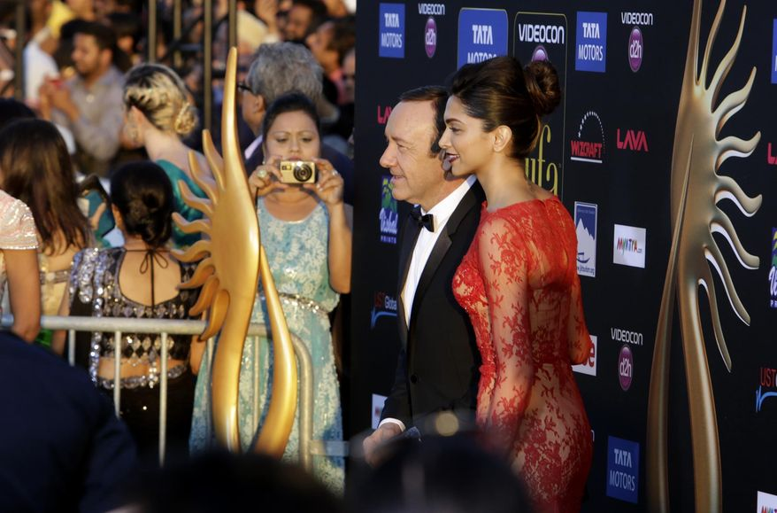 Kevin Spacey poses with Deepika Padukone on the green carpet at Raymond James stadium for the 15th International Indian Film Academy Awards on Saturday, April 26, 2014 in Tampa, Fla. (AP Photo/Tampa Bay Times, James Borchuck)