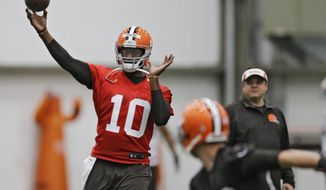 Cleveland Browns quarterback Vince Young throws during a voluntary minicamp workout at the team's NFL football training facility in Berea, Ohio Tuesday, April 29, 2014. (AP Photo/Mark Duncan)