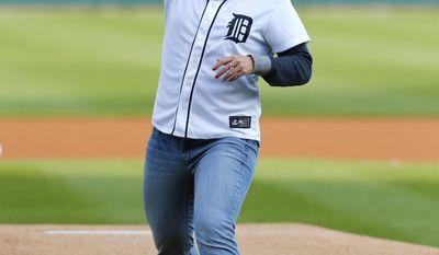 U.S. Speedskating Olympian Kelly Gunther throws a ceremonial pitch before Detroit-Houston Astros baseball game in Detroit Monday, May 5, 2014. (AP Photo/Paul Sancya)