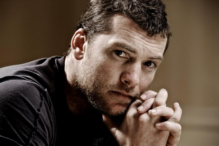 """FILE - In this March 21, 2010 file photo, actor Sam Worthington, poses for a portrait in Beverly Hills, Calif. The """"Avatar"""" actor is on track to get his New York assault case dismissed after being accused of punching a photographer, who also was arrested. The Australian actor was due in court Thursday, May 8, 2014. (AP Photo/Kristian Dowling, file)"""