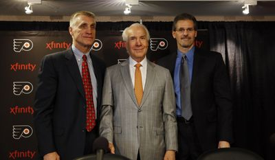 Philadelphia Flyers chairman Ed Snider, center, poses for a photograph with new general manager Ron Hextall, right, and new president Paul Holmgren during an NHL hockey news conference, Wednesday, May 7, 2014, in Philadelphia. (AP Photo/Matt Slocum)