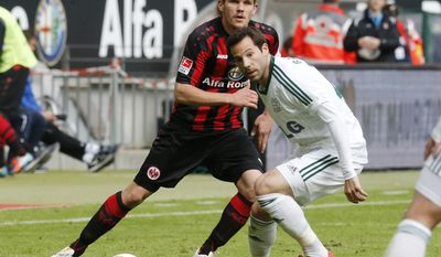 Frankfurt's Sebastian Jung, left, and Leverkusen's Gonzalo Castro challenge for the ball during the German Bundesliga soccer match between Eintracht Frankfurt and Bayer 04 Leverkusen in Frankfurt, Germany, Saturday, May 3, 2014. (AP Photo/Michael Probst)