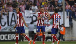 Atletico's Toby Alderweireld, center, celebrates his goal with teammates during a Spanish La Liga soccer match between Atletico Madrid and Malaga at the Vicente Calderon stadium in Madrid, Spain, Sunday May 11, 2014. (AP Photo/Gabriel Pecot)