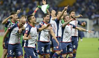 Argentina's San Lorenzo players, celebrate their victory over Brazil's Cruzeiro during a Copa Libertadores soccer match in Belo Horizonte, Brazil, Wednesday, May 14, 2014. (AP Photo/Eugenio Savio)