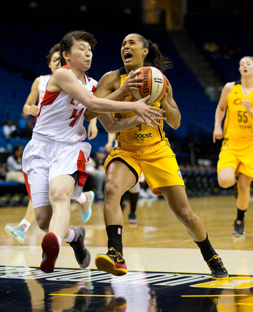 Shock's Skylar Diggins, right, drives past China's Yany Banban to the basket during a WNBA basektball game on Monday, May 12, 2014, in Tulsa, Okla. (AP Photo/Tulsa World,  Joey Johnson)