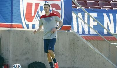 United States' Clarence Goodson, controls the ball during a training session on Wednesday, May 14, 2014, Stanford, Calif.  The US national soccer team kicked off its preparation camp at Stanford University preparing for the World Cup tournament, which gets underway in June. (AP Photo/Tony Avelar)