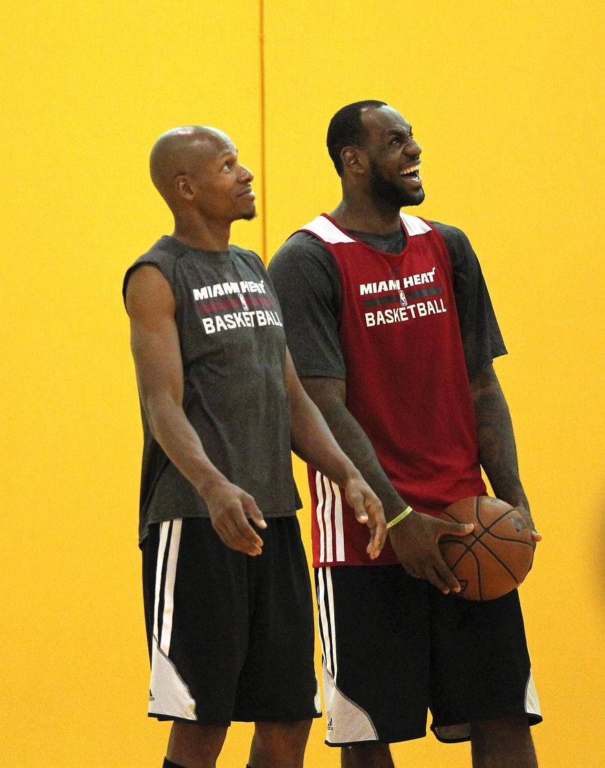 Miami Heat guard Ray Allen, left, and forward LeBron James watch NBA basketball practice Friday, May 16, 2014, in Miami. The Heat face the the Indiana Pacers in Game 1 of the NBA Eastern Conference Finals on Sunday in Indiana. (AP Photo/El Nuevo Herald, David Santiago)  MAGS OUT