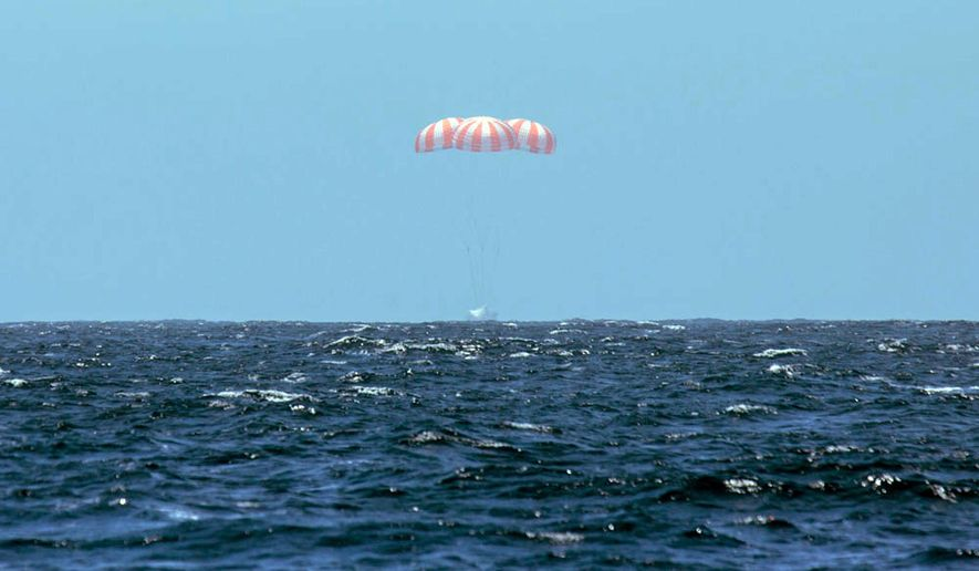 This photo provided by SpaceX shows SpaceX's Dragon spacecraft  splashing down after it successfully completed the CRS 3 mission for NASA, landing safely, Sunday, May 18, 2014, in the Pacific Ocean with 3,500 pounds of ISS cargo. (AP Photo/SpaceX)