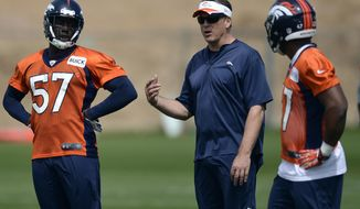 Denver Broncos defensive coordinator Jack Del Rio talks with Lamin Barrow (57) and Corey Nelson, right, during NFL football rookie camp, Sunday, May 18, 2014, in Englewood, Colo. (AP Photo/Jack Dempsey)
