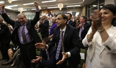 Sacramento Kings majority owner Vivek Ranadive, center, applauds after the Sacramento City Council approved a financing plan for a new arena for the Kings NBA basketball team, in  Sacramento, Calif., Tuesday, May 20, 2014.  The council voted 7-2 on the package that clears the way for construction of a $477 million downtown arena.(AP Photo/Rich Pedroncelli)