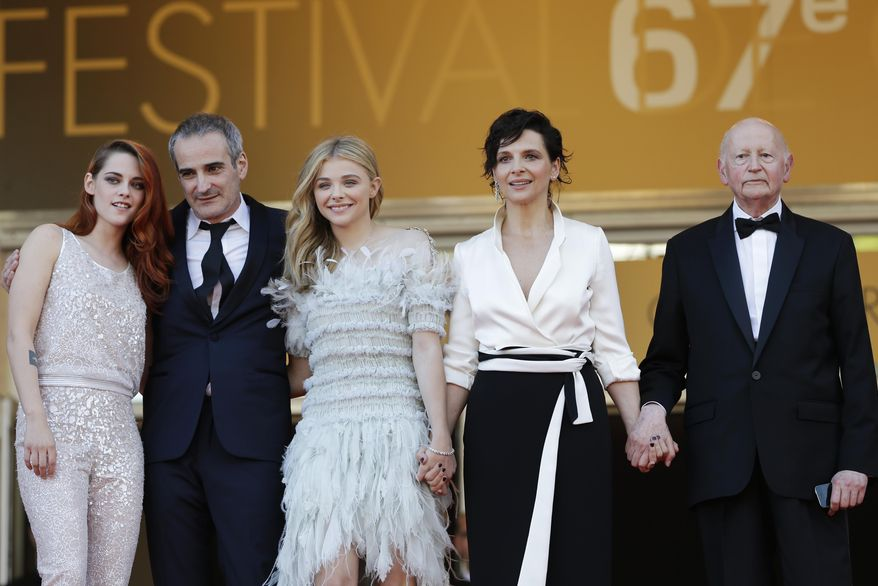 From left, actress Kristen Stewart, director Olivier Assayas, actress Chloe Grace Moretz, actress Juliette Binoche and Cannes president of the festival Gilles Jaboc stand at the top of the steps as they arrive for the screening of Sils Maria at the 67th international film festival, Cannes, southern France, Friday, May 23, 2014. (AP Photo/Thibault Camus)