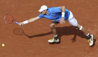 USA's John Isner returns the ball to France's Pierre-Hugues Herbert during their first round match of  the French Open tennis tournament at the Roland Garros stadium, in Paris, France, Sunday, May 25, 2014. (AP Photo/David Vincent)