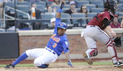 New York Mets' Curtis Granderson scores on a double by Bobby Abreu as Arizona Diamondbacks catcher Tuffy Gosewisch, right, takes the throw during the fifth inning of the second game of a baseball double-header Sunday, May 25, 2014, at Citi Field in New York. (AP Photo/Bill Kostroun)