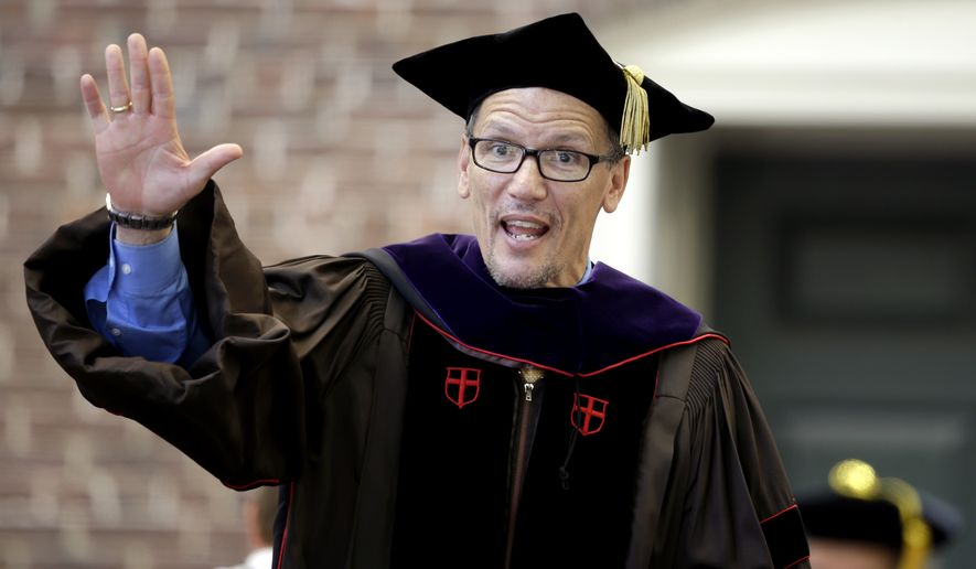 U.S. Labor Secretary Thomas Perez waves after being awarded with an honorary degree during commencement services on the campus of Brown University, Sunday, May 25, 2014, in Providence, R.I. (AP Photo/Steven Senne) ** FILE **