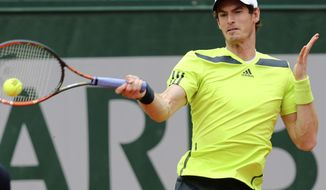 Britain's Andy Murray returns the ball to Kazakhstan's Andrey Golubev during the first round match of  the French Open tennis tournament at the Roland Garros stadium, in Paris, France, Tuesday, May 27, 2014. (AP Photo/David Vincent)