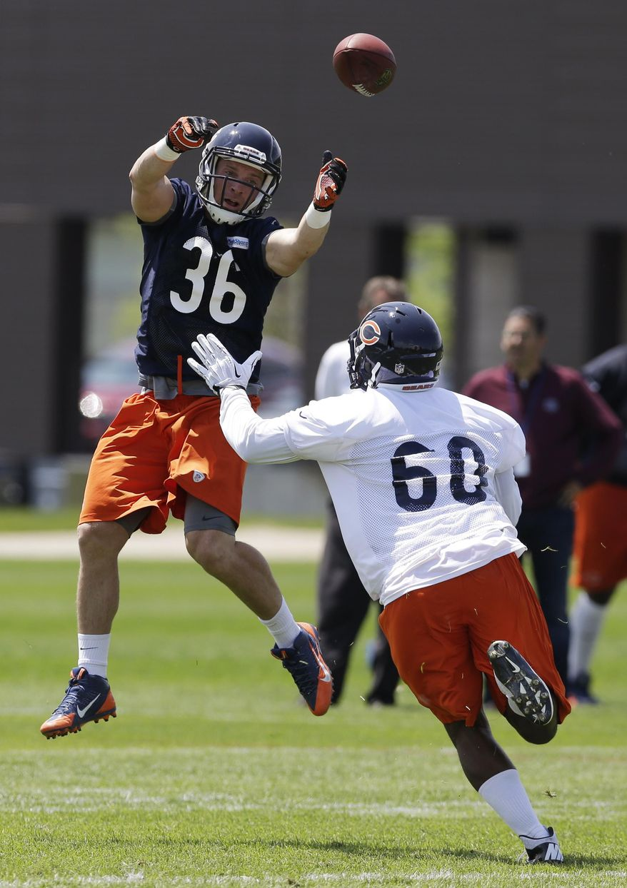 Chicago Bears running back Jordan Lynch, left, can't make a catch against linebacker DeDe Lattimore (60) during NFL football practice in Lake Forest, Ill., Tuesday, May 27, 2014. (AP Photo/Nam Y. Huh)