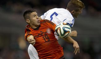 Israel's Rami Gershon, right, battles for the ball with Mexico's Oribe Peralta, during a friendly soccer match in Mexico City, Wednesday, May 28, 2014. (AP Photo/Eduardo Verdugo)