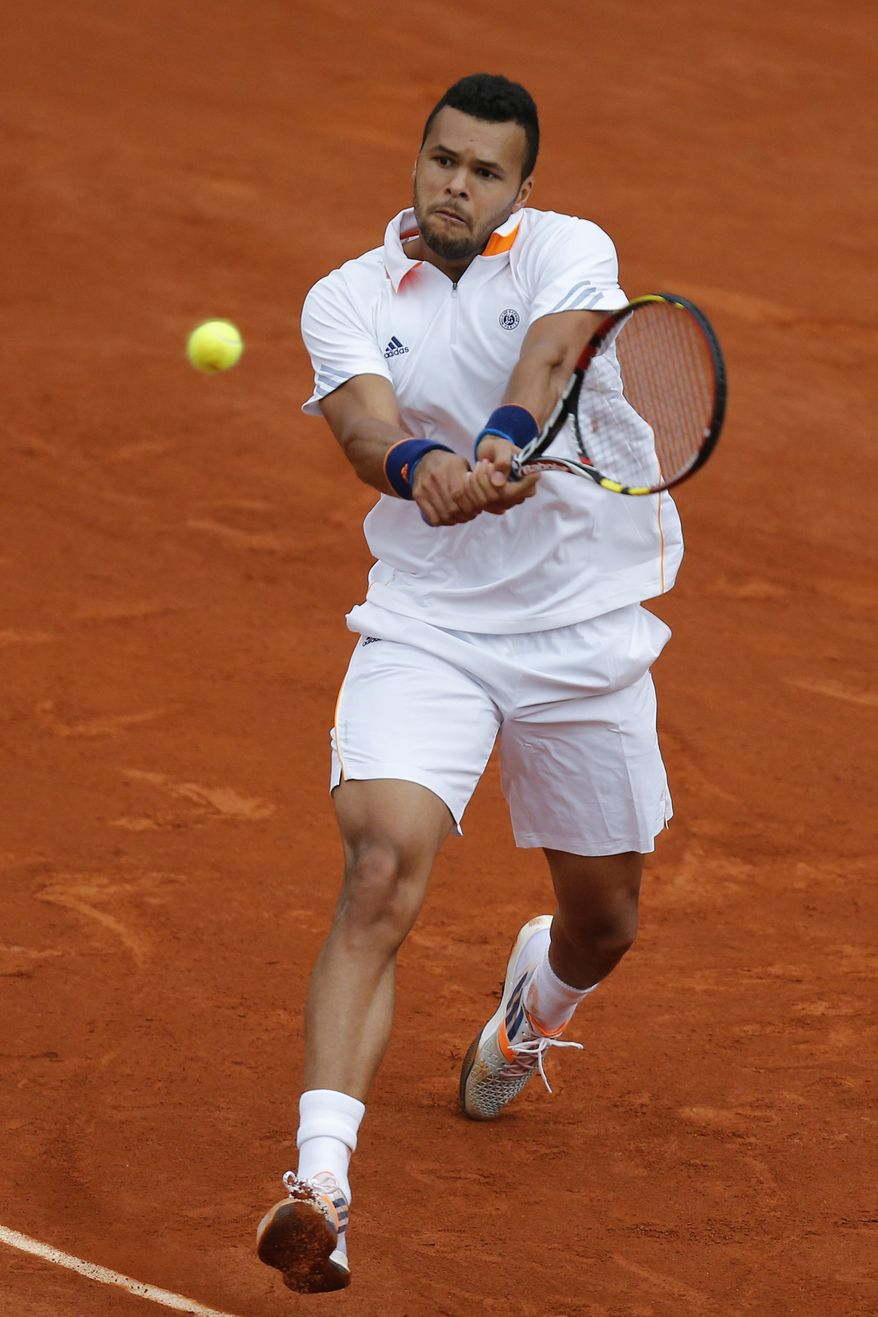 France's Jo-Wilfried Tsonga returns the ball during the fourth round match of the French Open tennis tournament against Serbia's Novak Djokovic at the Roland Garros stadium, in Paris, France, Sunday, June 1, 2014. (AP Photo/David Vincent)