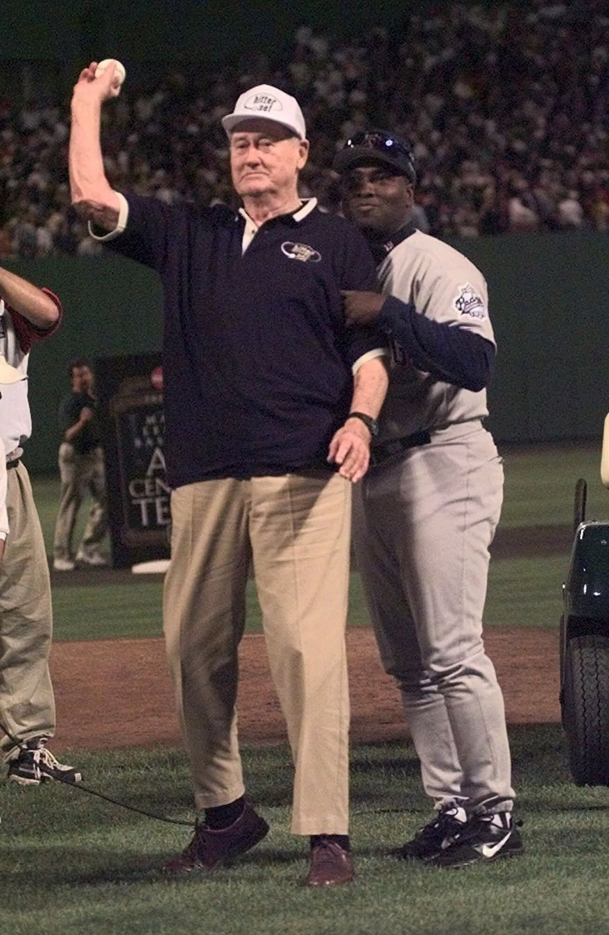Tony Gwynn helps Hall of Famer Ted Williams throw the  ceremonial first pitch, Tuesday, July 13, 1999 at the start of the All Star Game at Fenway Park in Boston. (AP Photo/Matt  York,POOL)