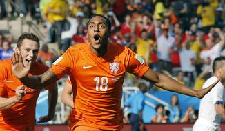 Netherlands' Leroy Fer celebrates scoring the opening goal during the group B World Cup soccer match between the Netherlands and Chile at the Itaquerao Stadium in Sao Paulo, Brazil, Monday, June 23, 2014. (AP Photo/Frank Augstein)