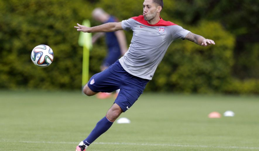 United States' Clint Dempsey works out during a training session in Sao Paulo, Brazil, Saturday, June 28, 2014. The U.S. will play against Belgium on Tuesday, July 1, in the round 16 of the 2014 soccer World Cup. (AP Photo/Julio Cortez)