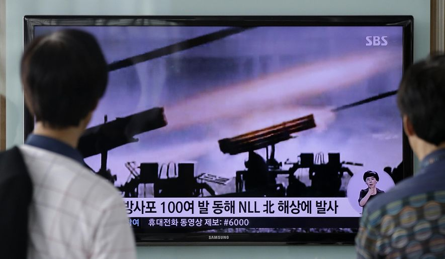 People watch a TV news program reporting on North Korea's artillery shells at Seoul Railway Station in Seoul, South Korea, Monday, July 14, 2014. (AP Photo/Lee Jin-man) ** FILE **