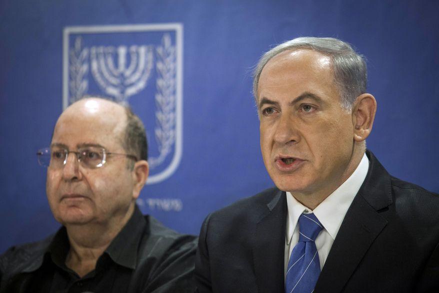 Israeli Defense Minister, Moshe Ya'alon, left, and Israeli Prime Minister Benjamin Netanyahu, center, attend the cabinet meeting at the defense ministry in Tel Aviv, Israel, Thursday, July 31, 2014. (AP Photo/Dan Balilty, pool)