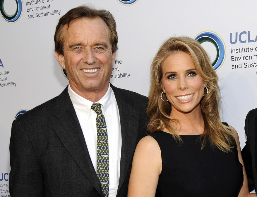 """Environmental activist Robert F. Kennedy Jr. """"ain't compromising his lifestyle,"""" writes Liberal Bully of the Week author Rusty Humphries. Mr. Kennedy and his new bride,  actress Cheryl Hines, bought a $5 million manse in Malibu. (Photo by Chris Pizzello/Invision/AP, File)"""