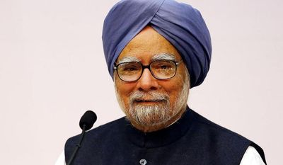 Indian Prime Minster Manmohan Singh addresses a press conference, in New Delhi, India, Friday, Jan. 3, 2014.  India's Prime Minister Singh said Friday he would step aside after 10 years in office, paving the way for Rahul Gandhi to take the reins of the world's biggest democracy if his party stays in power in this year's elections. (AP Photo/Harish Tyagi, Pool)