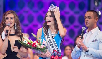 K. Lee Graham, from South Carolina crowned Miss Teen USA 2014, onstage with hosts Erin Brady, Miss USA 2013, and Karl Schmidt on stage from Atlantis, Paradise Island resort in The Bahamas on Saturday, Aug. 2, 2014. (AP Photo/Miss Universe L.P., LLLP) ** FILE **