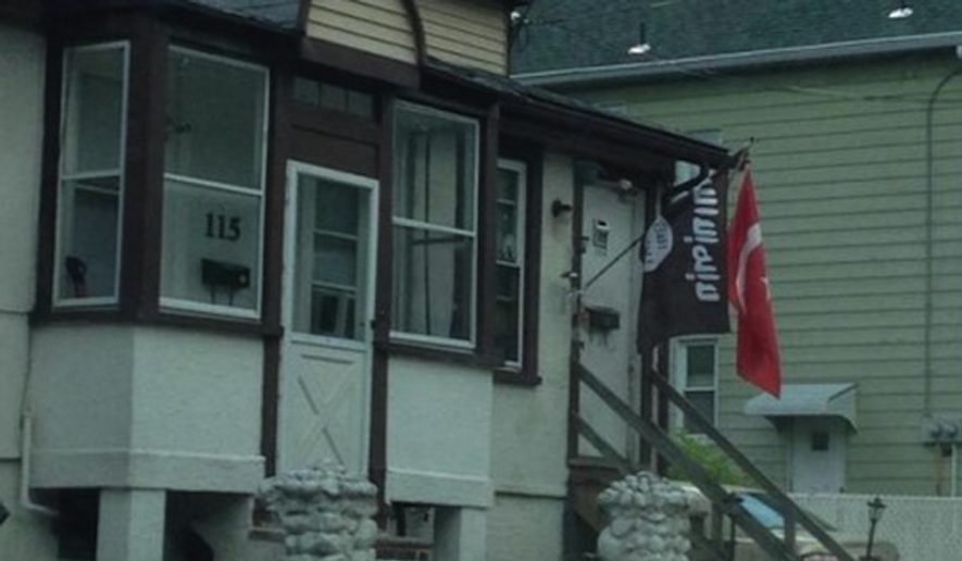 Police in a New Jersey borough confirmed that a militant flag associated with the Islamic State has been voluntarily removed from the front of a resident's home after a photo of the flag went viral. (Twitter/Washington Free Beacon)