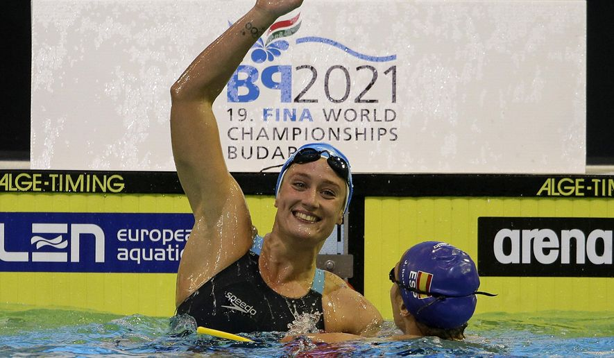 Gold medal winner Spain's Mireia Belmonte Garcia, left, celebrates beside second placed Spain's Judit Ignacio Sorribes after winning  the women's 200m butterfly final at the LEN Swimming European Championships in Berlin, Germany, Sunday, Aug. 24, 2014. (AP Photo/Gero Breloer)