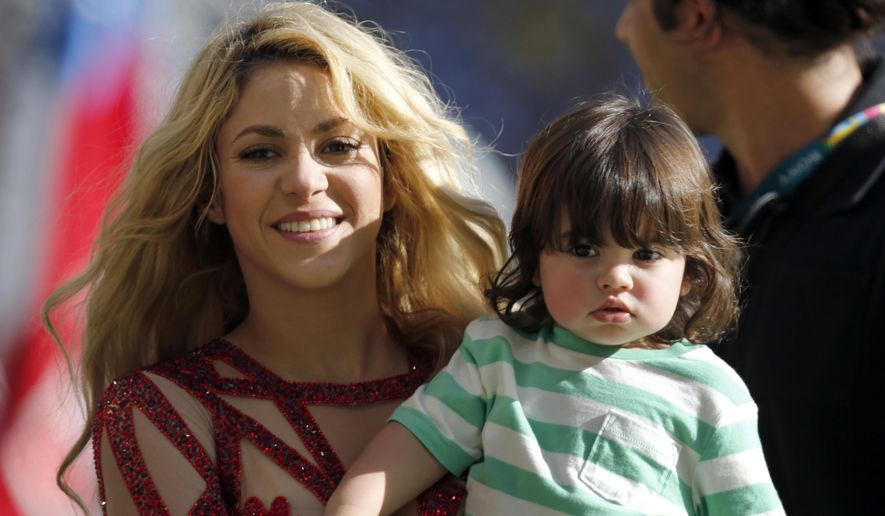 FILE - In this July 13, 2014 file photo, singer Shakira carries her son Milan after she performed during the closing ceremony prior to the World Cup final soccer match between Germany and Argentina at the Maracana Stadium in Rio de Janeiro, Brazil. The singer is pregnant with baby No. 2. Shakira made the announcement on her Facebook and Twitter pages on Thursday, Aug. 28, 2014.  (AP Photo/Frank Augstein, file)