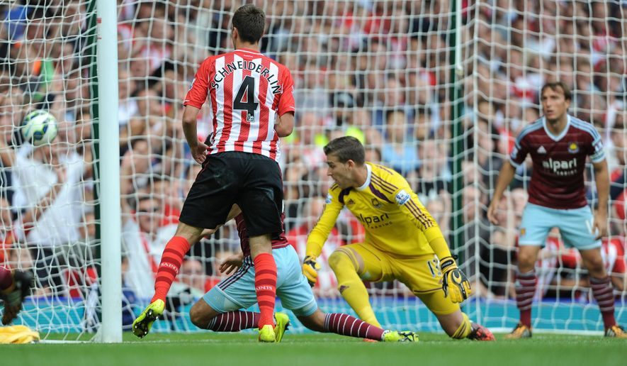 Southampton's Morgan Schneiderlin scores his team's second goal during their English Premier League soccer match against West Ham United at Upton Park, London, Saturday, Aug. 30, 2014. (AP Photo/Daniel Hambury, PA Wire)     UNITED KINGDOM OUT    -   NO SALES    -    NO ARCHIVES