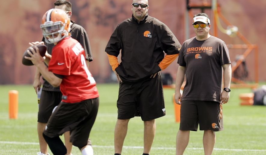 Cleveland Browns head coach Mike Pettine, center, watches practice with quarterbacks coach Dowell Loggains at the NFL football team's facility in Berea, Ohio Wednesday, Sept. 3, 2014. Pettine makes his regular season head coaching debut Sunday in Pittsburgh against the Steelers. (AP Photo/Mark Duncan)
