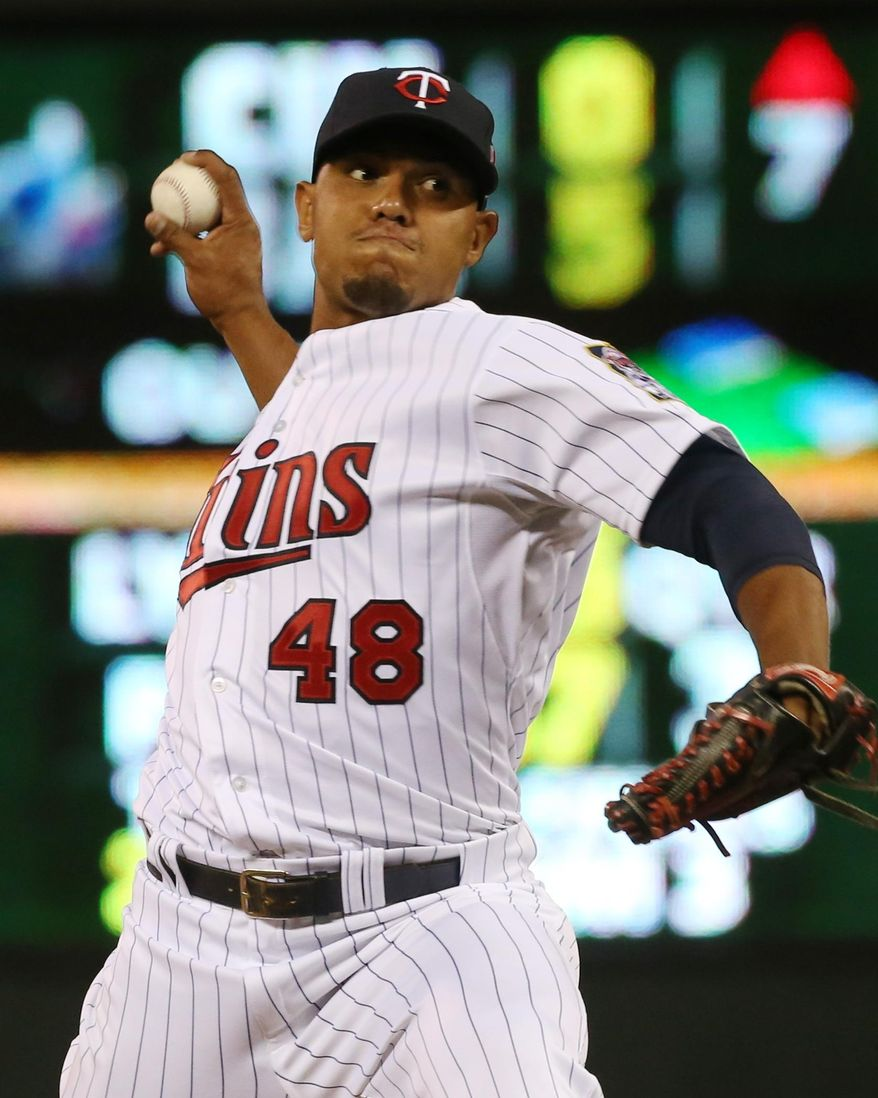 Minnesota Twins pitcher Lester Oliveros throws against the Chicago White Sox in the 10th inning of a baseball game, Tuesday, Sept. 2, 2014, in Minneapolis. The White Sox won 6-3. Oliveros took the loss. (AP Photo/Jim Mone)