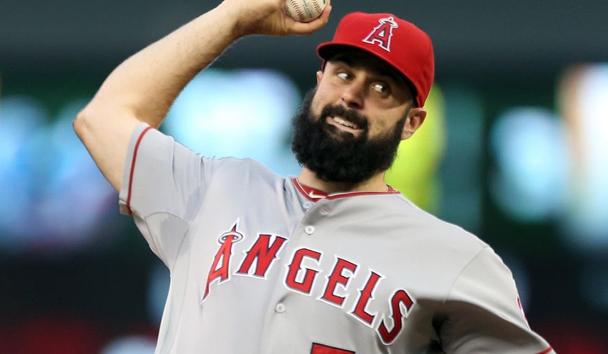 Los Angeles Angels pitcher Matt Shoemaker throws against the Minnesota Twins in the first inning of a baseball game, Friday, Sept. 5, 2014, in Minneapolis. (AP Photo/Jim Mone)